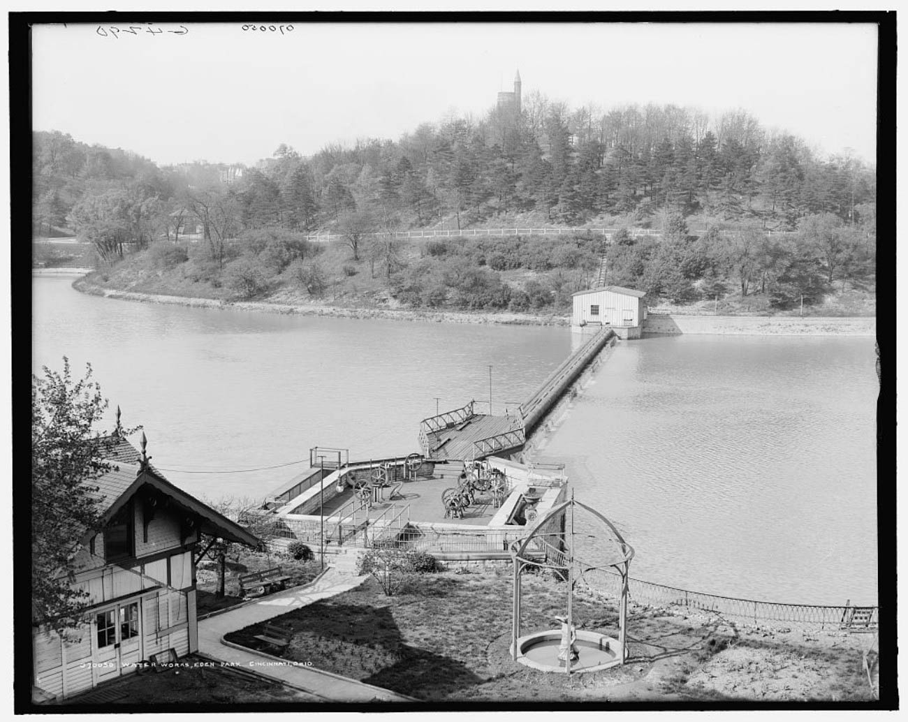Chemical purification of city water began in 1907 at a new water facility upriver, but the Eden Park reservoir remained in use. / Image courtesy of Parks Bettman Library Archive // Published: 4.12.19