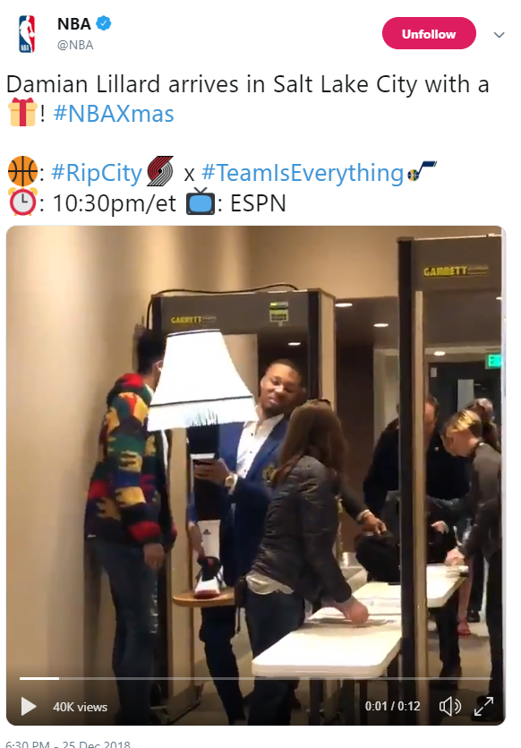 Damian Lillard arrives in Salt Lake City with leg lamp from 'A Christmas Story' (Photo: Screengrab from NBA Twitter page)