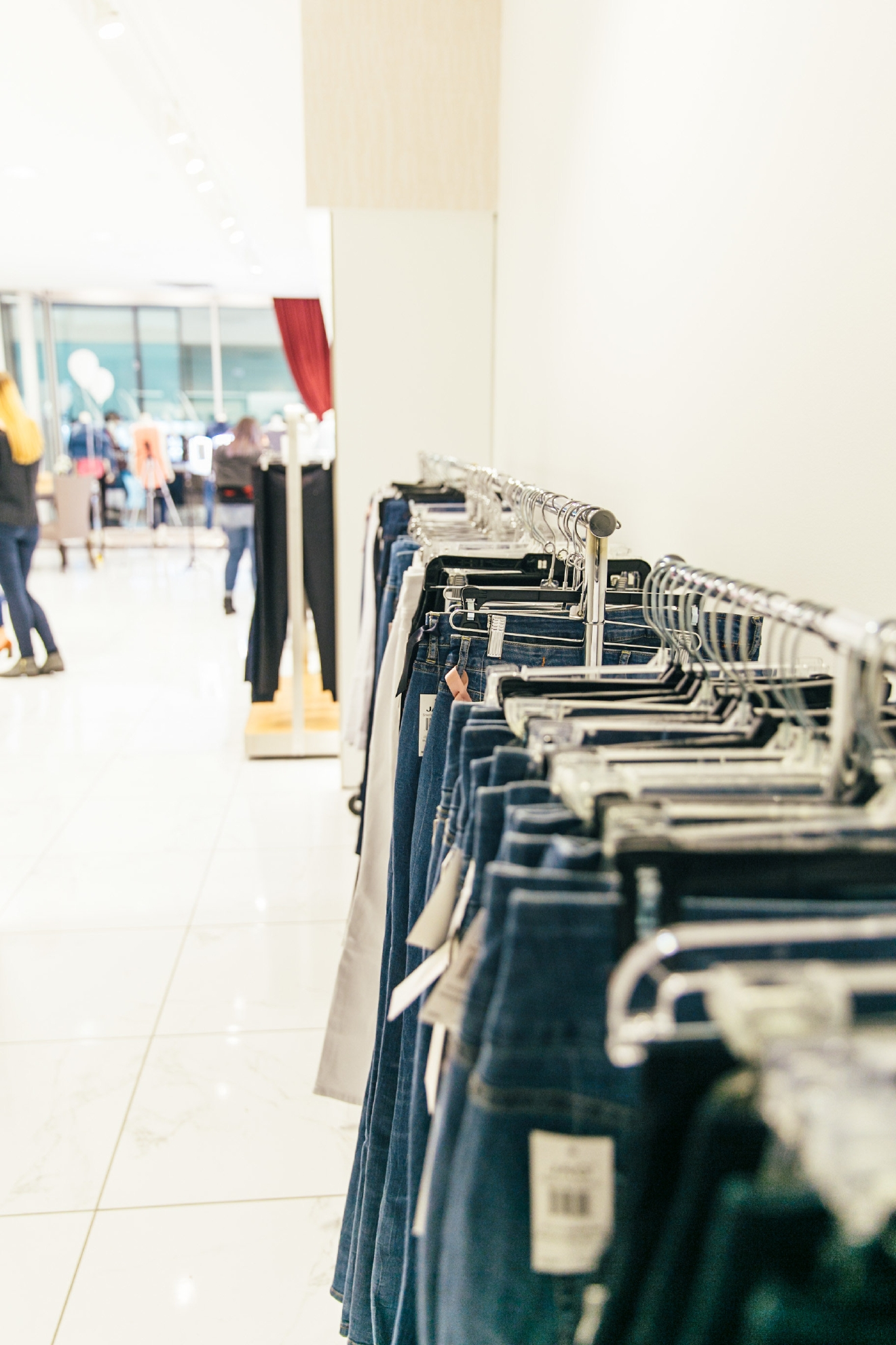 There's another Fit Lab coming up, and if you despise trying on jeans like me....I encourage you to check it out! On February 18, join Styled Seattle at their space Southcenter Mall from noon to 5, for a complimentary Denim Fit Lab. (Image: Tawnie Eakman Photography)