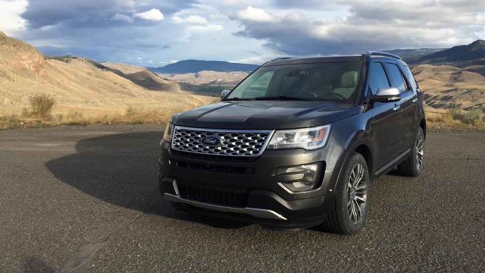 2016 Ford Explorer Platinum front 3 quarters