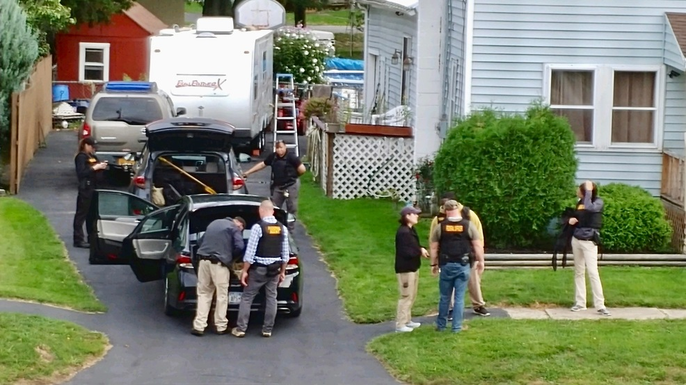 FBI searches home of man convicted of child porn in Wayne Co.