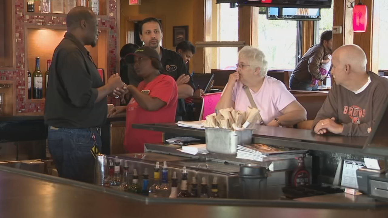 A group at the Brice Road Applebees held a donation event to help victims of the Ohio State Fair accident.  (WSYX/WTTE)