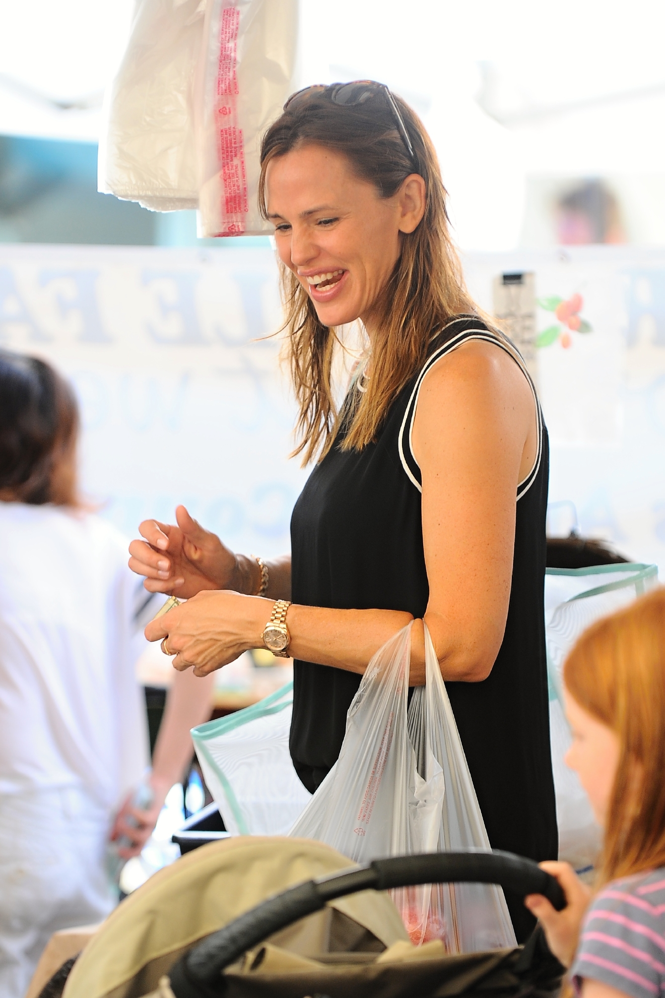 Ben Affleck and Jennifer Garner take their children to the Pacific Palisades Farmers Market. Ben could be seen without his wedding ring.                                    Featuring: Jennifer Garner                  Where: Los Angeles, California, United States                  When: 20 Sep 2015                  Credit: WENN.com