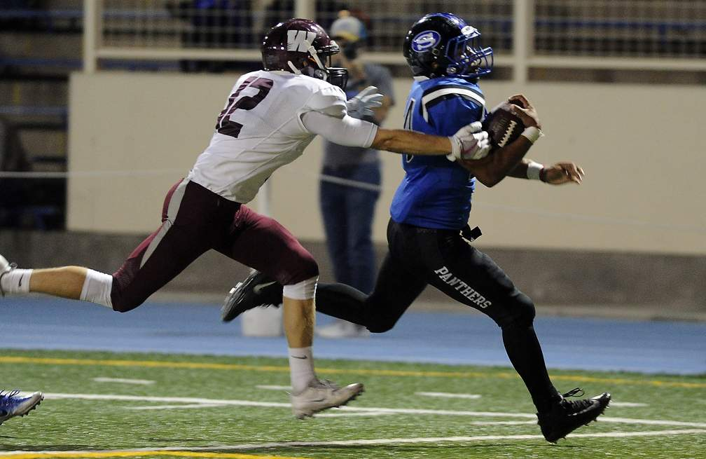 South Medford vs Willamette for Southwest Conference opener at Spiegelberg Stadium 9-15-17. South Medford 56, Willamette 7. - Andy Atkinson