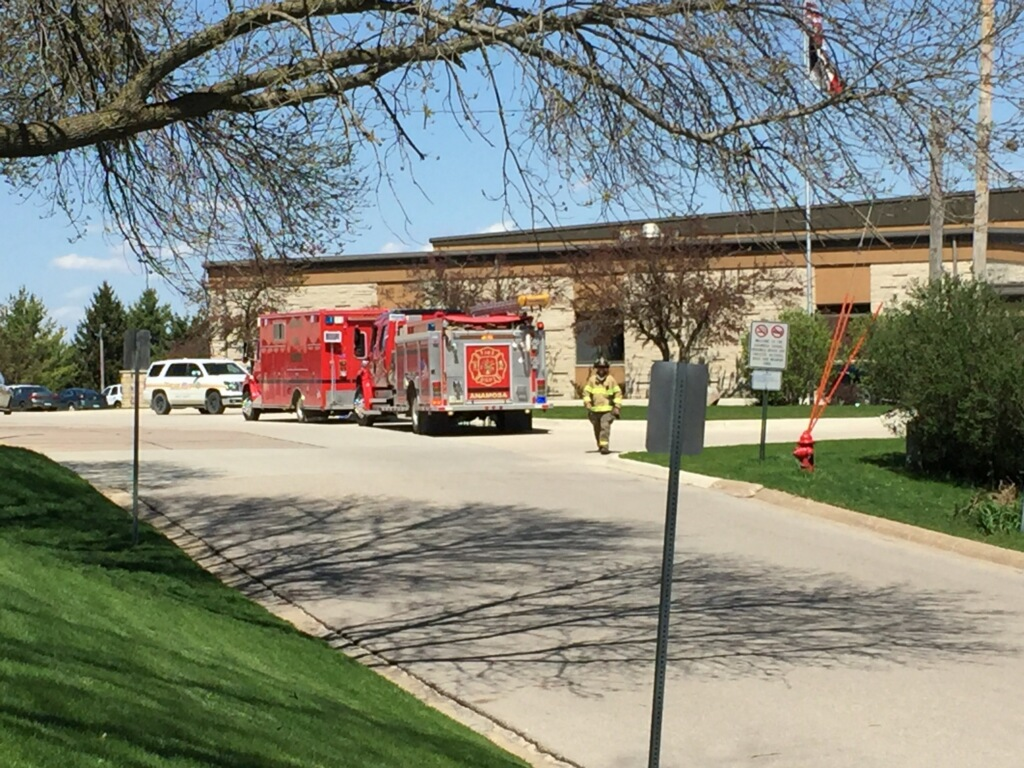 Anamosa High School evacuated after bomb threat on Monday, April 17th, 2017 (Kelly D'Ambrosio/CBS2&FOX28)