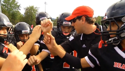 Rival football teams work together for a touching touchdown | WKEFTv