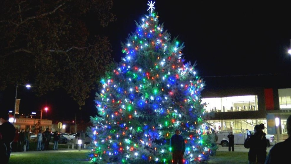 cedar rapids christmas tree lighting