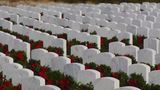 Residents honor veterans by laying wreaths at Bakersfield National Cemetery