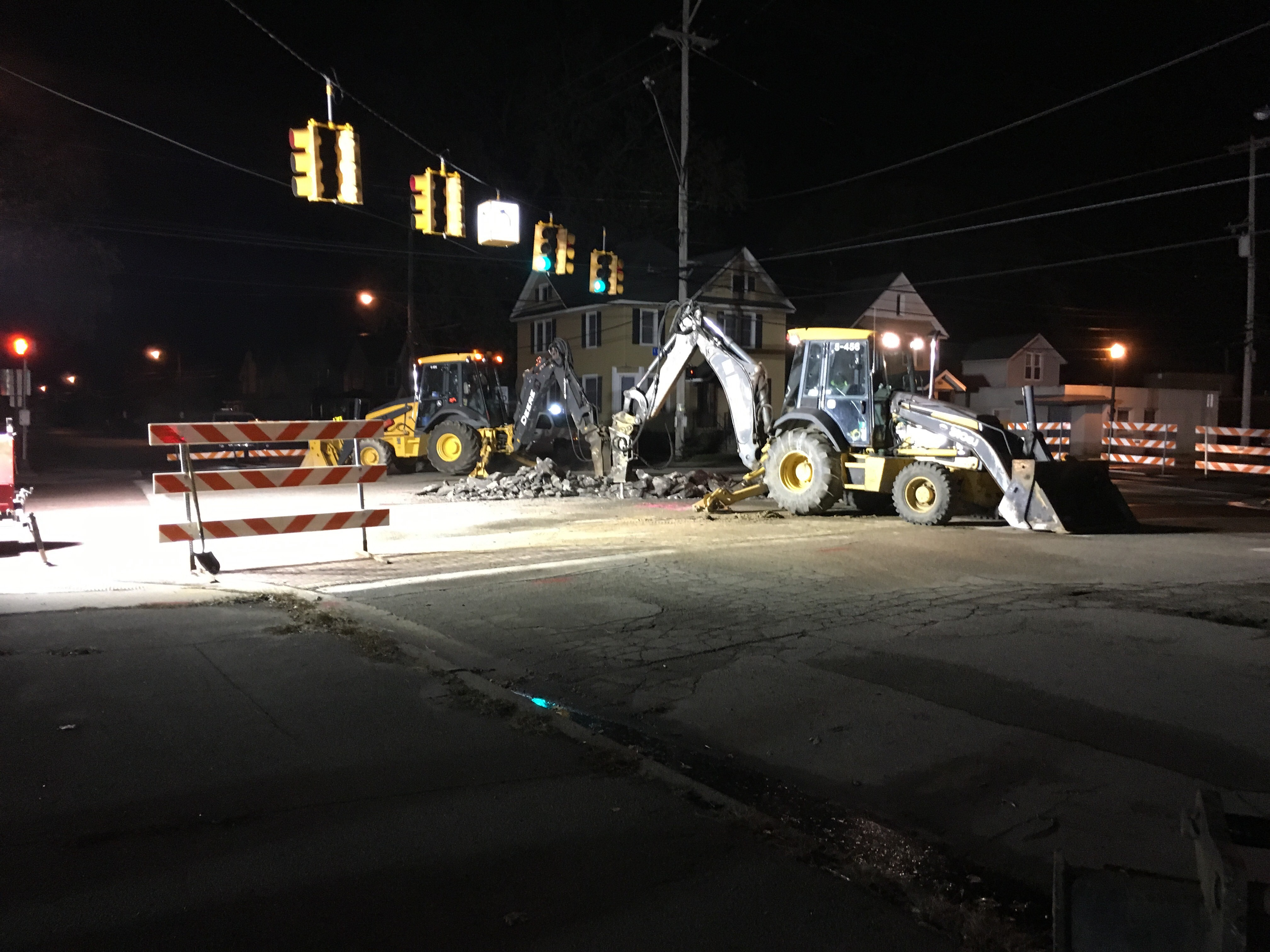Burdick Street and Stockbridge Avenue in Kalamazoo is shut down Wednesday morning after a water main break late Tuesday night. (WWMT/Carissa Hutchinson)