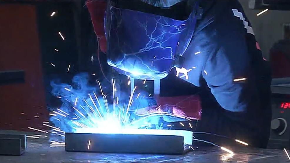 Roseburg High School sees increase in girls taking welding