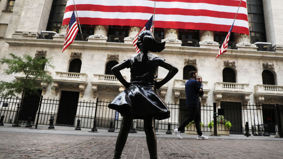 PHOTOS: Wall Street 'Fearless Girl' statue wears lace collar in memory of Justice Ginsburg