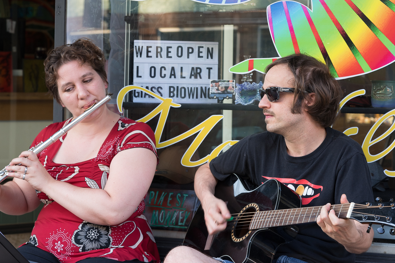 Pike Street Stroll features several solo musicians playing music outside of galleries and storefronts along Pike Street. / Image: Phil Armstrong, Cincinnati Refined // Published: 6.8.18