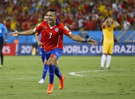 Chile's Alexis Sanchez (7) celebrates after scoring his side's first goal during the first half of the group B World Cup soccer match between Chile and Australia in the Arena Pantanal in Cuiaba, Brazil, Friday, June 13, 2014.