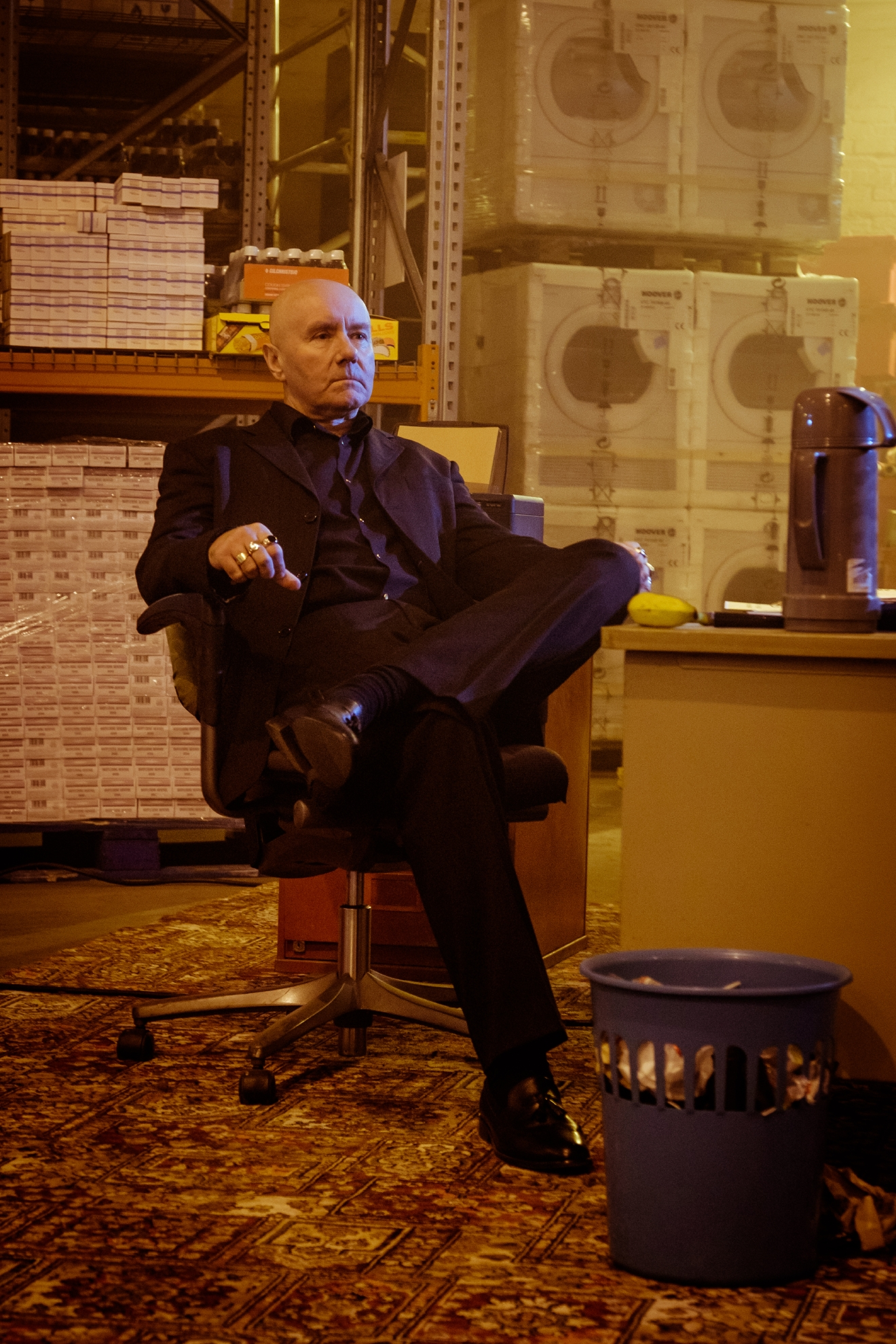 Mikey Forrester (Irvine Welsh) at his desk in the lock-up in TriStar Pictures T2 TRAINSPOTTING