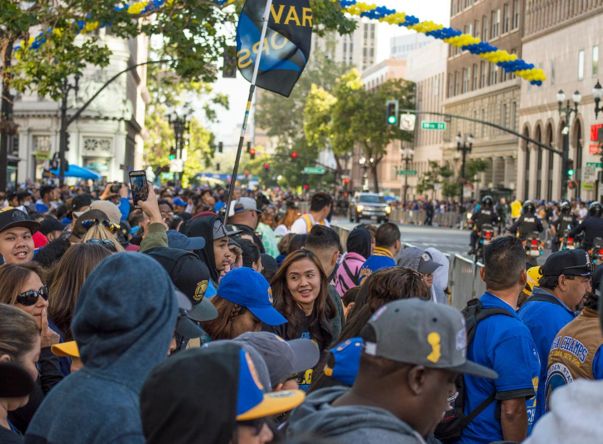 As the start Golden State Warriors victory parade nears, the crowd on 13th Street in Oakland, California grows. Photo by Emily Gonzalez, Oregon News Lab.