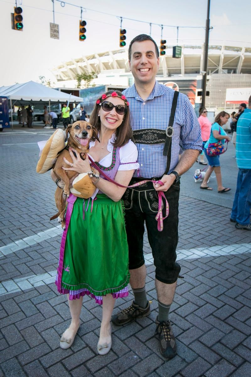 People: Jenny and Kevin McManus with Easter / Event: Wiener Dog Race (9.15.17) / Image: Mike Bresnen Photography / Published: 10.1.17