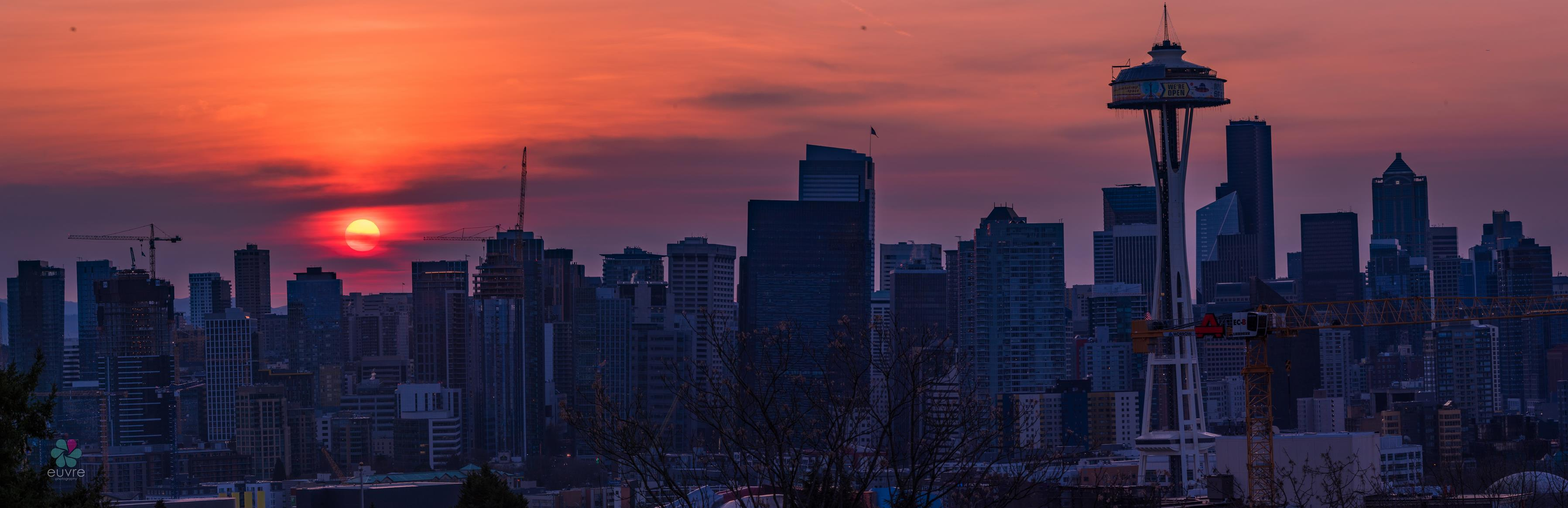 Smoky sun rises behind Seattle on Dec. 10, 2017 (Photo: Euvre Photography)