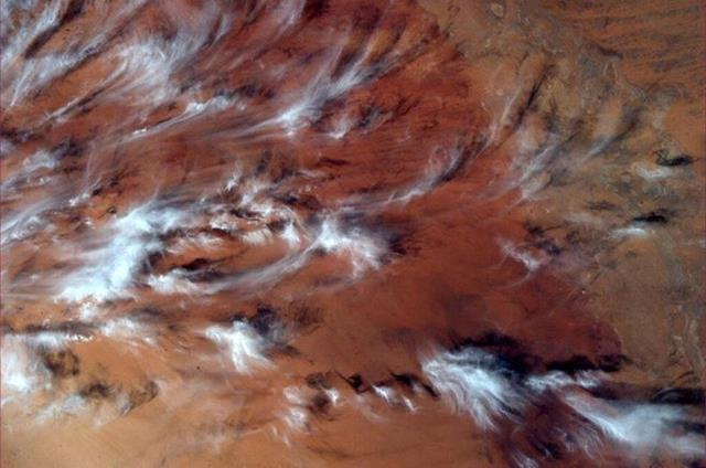 Almost looks like a painting with the clouds and red earth in the background. Had to share this one.(Photo & Caption: Mike Hopkins, NASA)