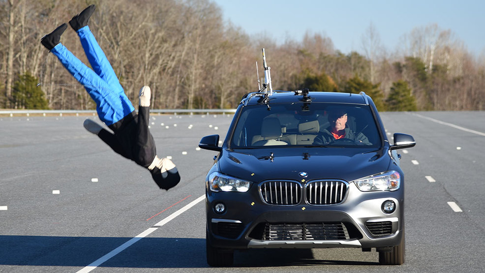 IIHS BMW X1 pedestrian detection test 022519.jpg