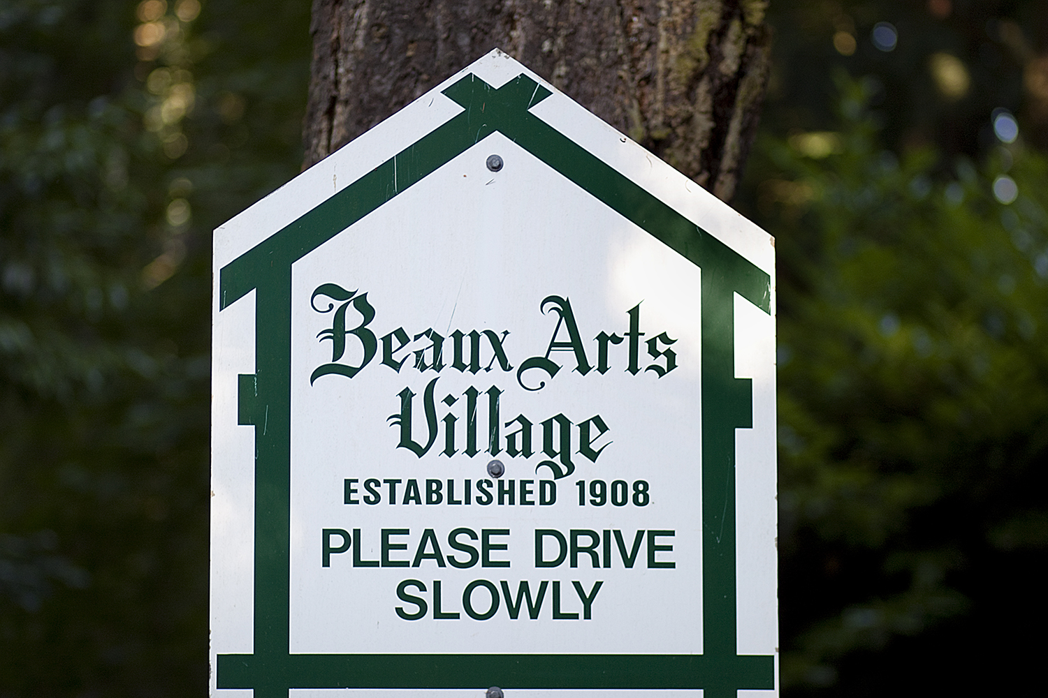 BEAUX ARTS VILLAGE. It's easy to focus on the destination rather than the journey, but that's only part of the story. There are so many exciting things to see along the way; the general store in a small town, a historical marker with information about an important event or a sign welcoming visitors into a town. Photographer Anthony May has been collecting Welcome signs from towns and cities he's visited for over nine years and across several states. This gallery focuses specifically on Washington. (Image: Anthony May / Seattle Refined)