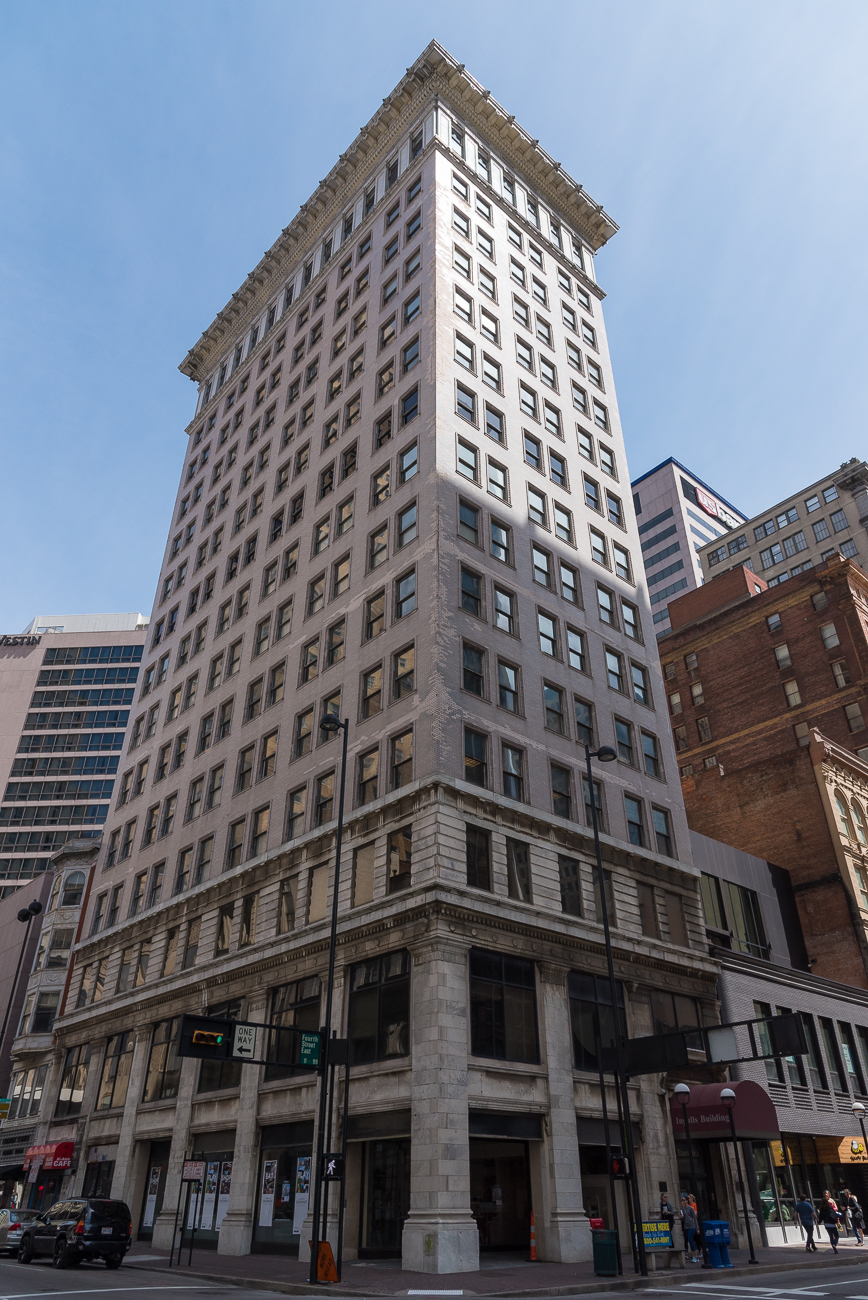 4th Street has the United States' first high rise concrete frame building: The Ingalls Building / ADDRESS: 6 E 4th Street / Image: Phil Armstrong, Cincinnati Refined // Published: 4.23.18