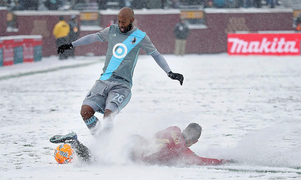 Minnesota United midfielder Collen Warner, left, and Atlanta United defender Greg Garza vie for the ball during the second half of an MLS soccer match Sunday, March 12, 2017, in Minneapolis, (Elizabeth Flores/Star Tribune via AP)