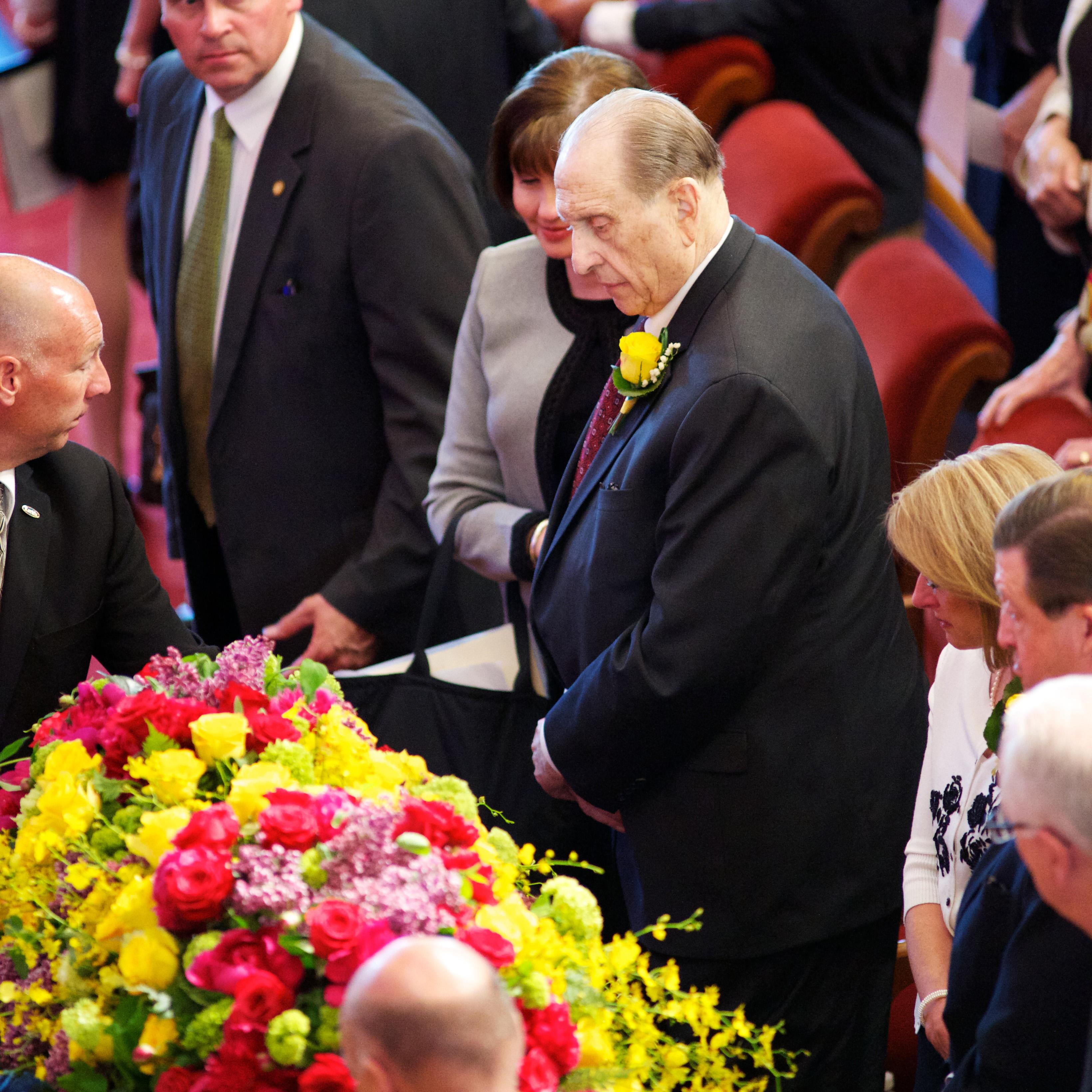 President Thomas S. Monson, Ann M. Dibb and family at the funeral of his wife, Frances J. Monson. (Photo: MormonNewsroom.org)<p></p>