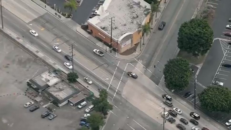 Los Angeles Police chase suspect in stolen U-Haul truck (KNBC)
