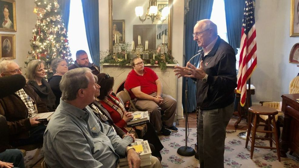 Legendary Uga Coach Vince Dooley Speaks In Macon About New Book Wgxa