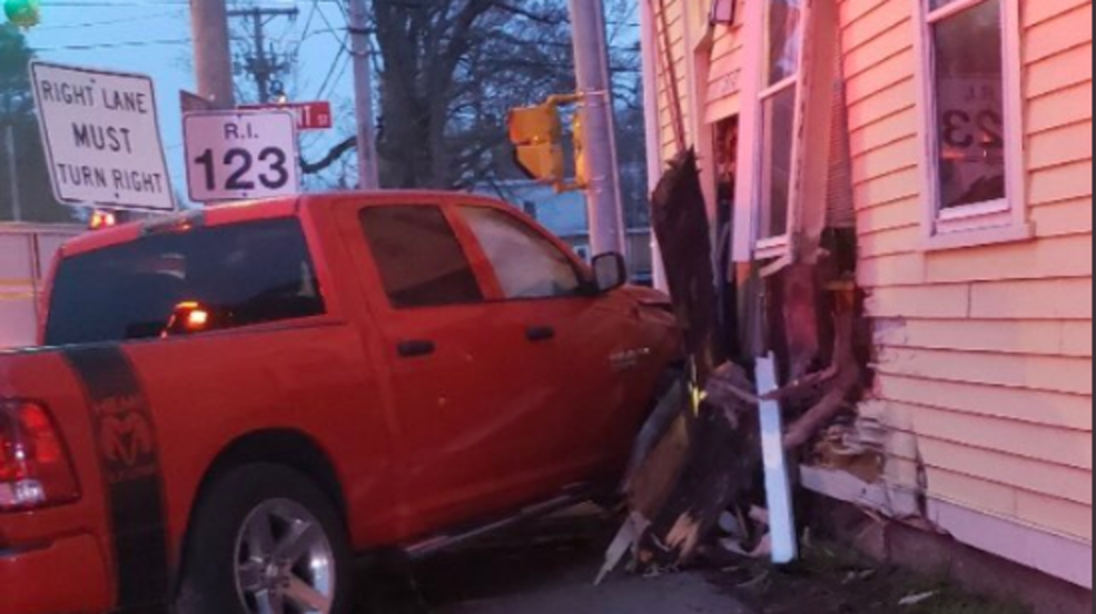Pickup truck with 4-year-old child inside hits minivan, crashes