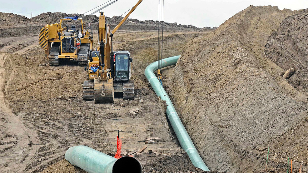 Appeals court temporarily halts Dakota Access line shutdown