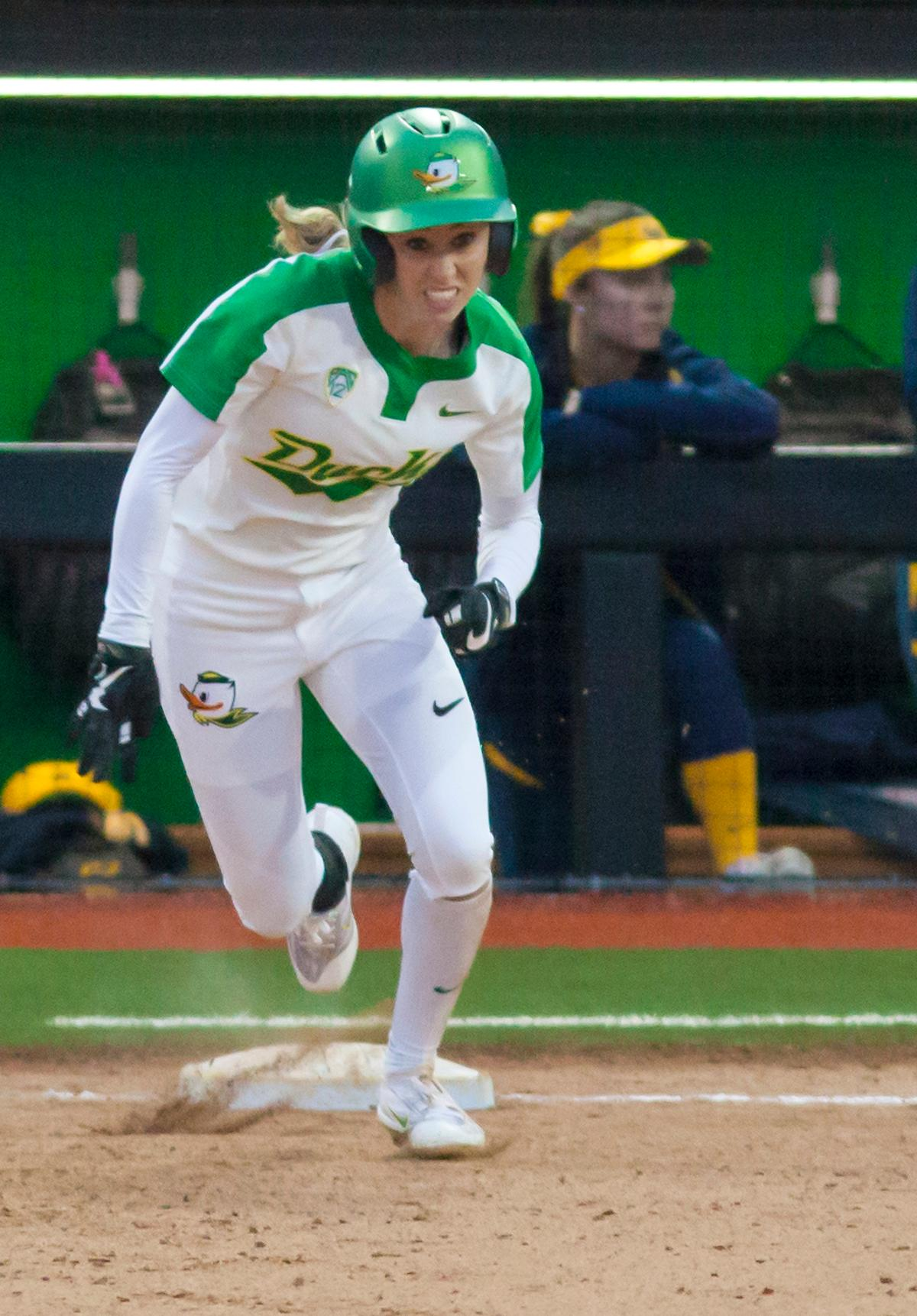 Oregon infielder Alexis Mack (#10) sprints towards second base. In the first of a three game series the Oregon Ducks defeated the California Golden Bears five to one. Photo by Ben Lonergan, Oregon News Lab