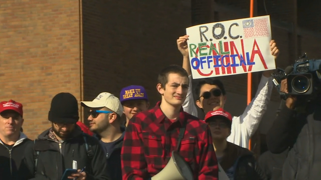 There were a smaller number of pro-Trump protesters. (Photo: KOMO News)<p></p>