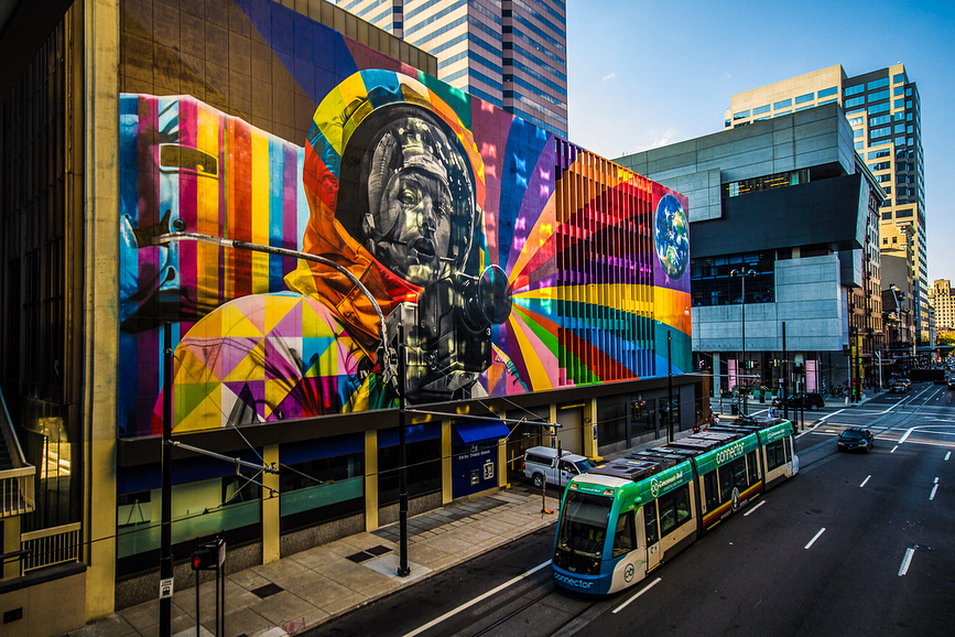 Location: Corner of 6th and Walnut Streets / Featured: Neil Armstrong mural by Brazilian artist Eduardo Kobra / Image: IG user @shorter_ // Published: 5.24.18