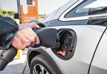 GM plans its own nationwide charging network with Bechtel