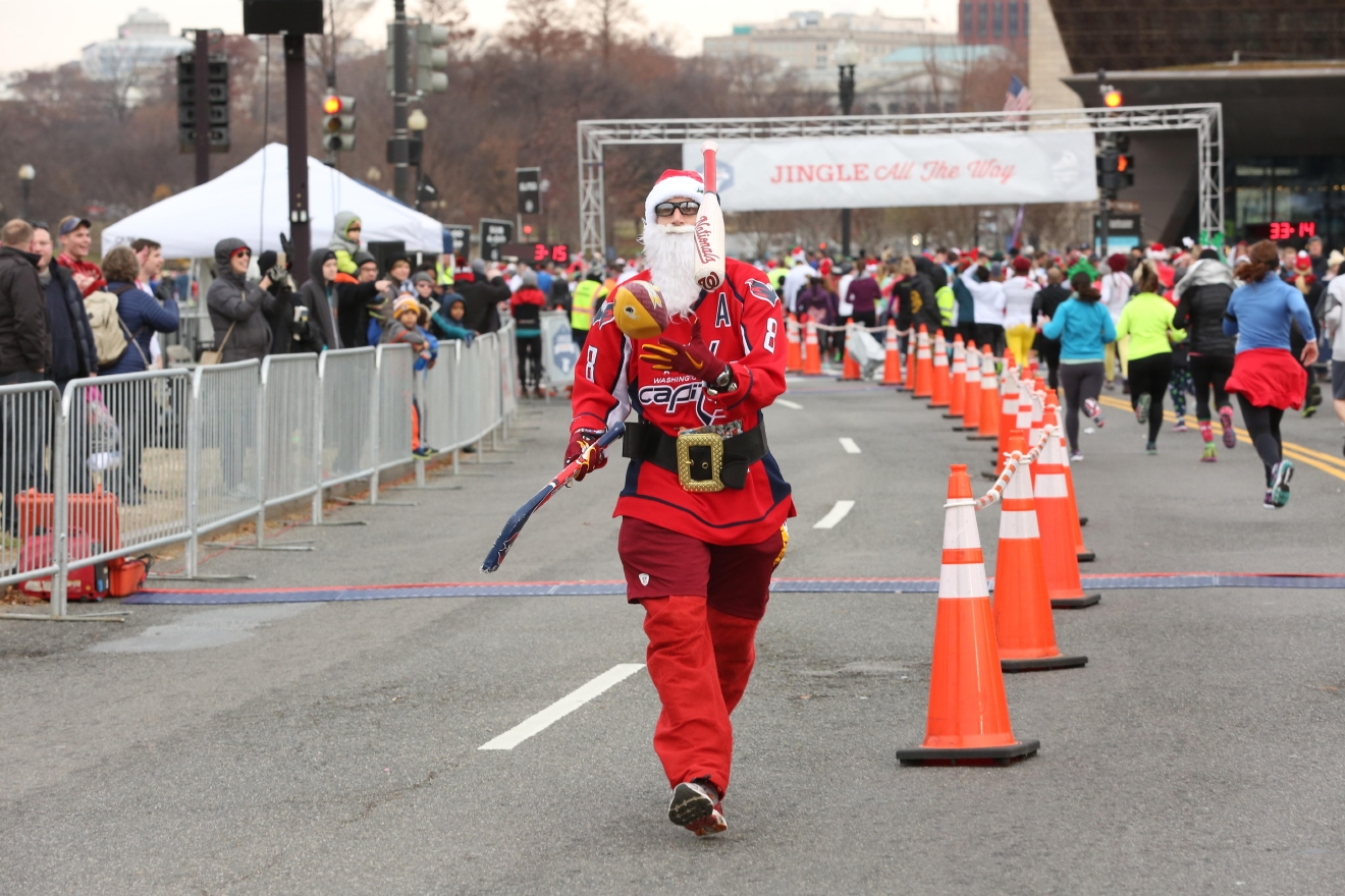 Jingle all the way 5K (Amanda Andrade-Rhoades/DC Refined)