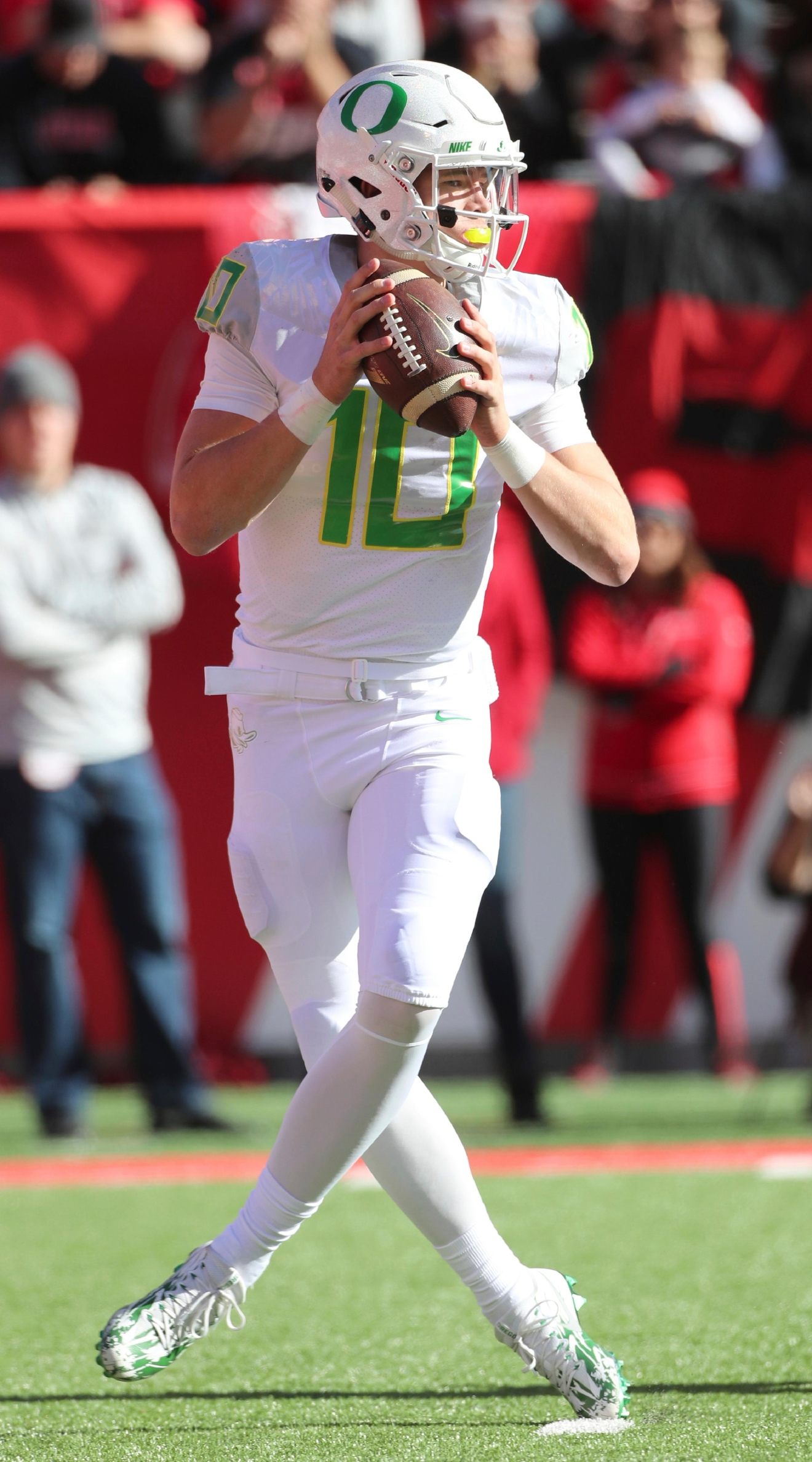 Oregon quarterback Justin Herbert (10), looks to pass the ball in the first half during an NCAA college football game against Utah, Saturday, Nov. 19, 2016, in Salt Lake City. (AP Photo/George Frey)