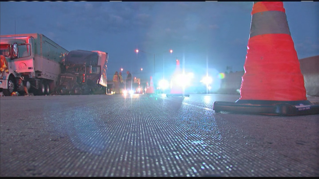 A crash involving multiple cars shut down I-75 southbound in Northern Kentucky for a period Sunday night. (WKRC)
