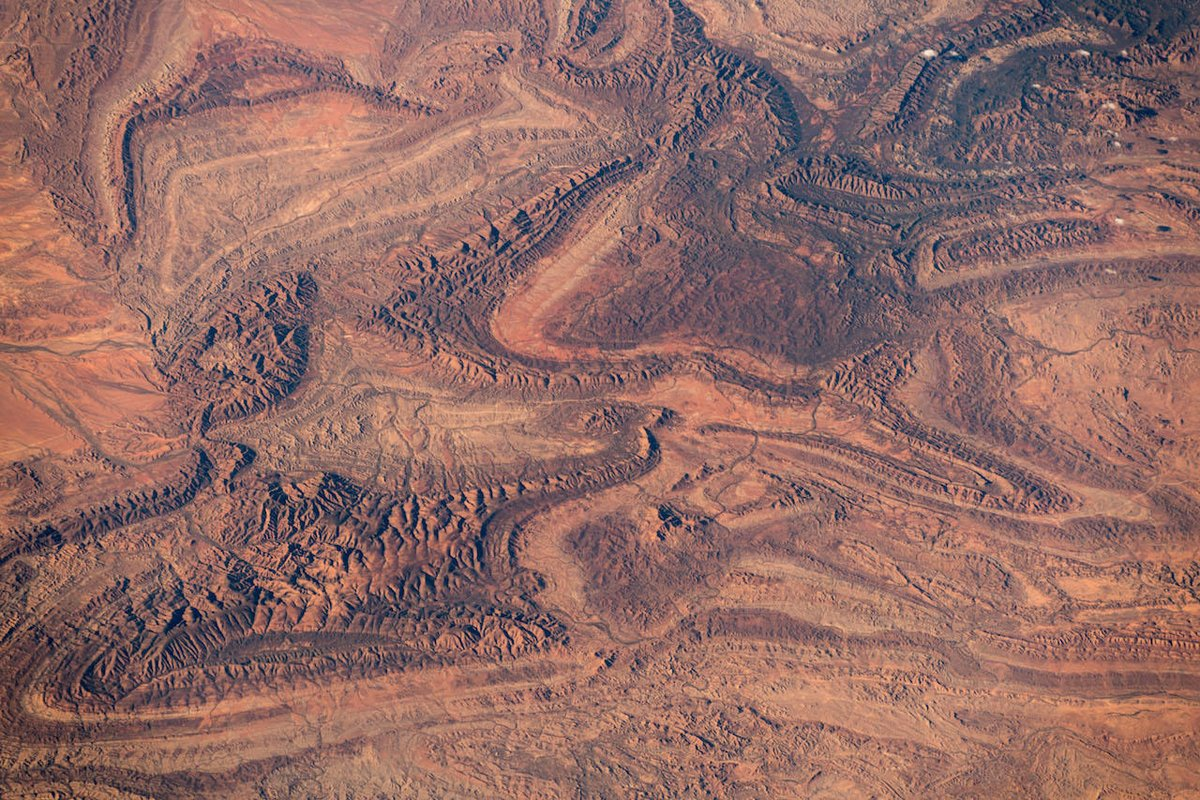 Another fascinating image collection of the great southern land, Australia. European explorers once imagined a gigantic inland sea in the centre of this continent. If they had only seen it from space, or talked to the indigenous...  (Photo & Caption Alexander Gerst, NASA)