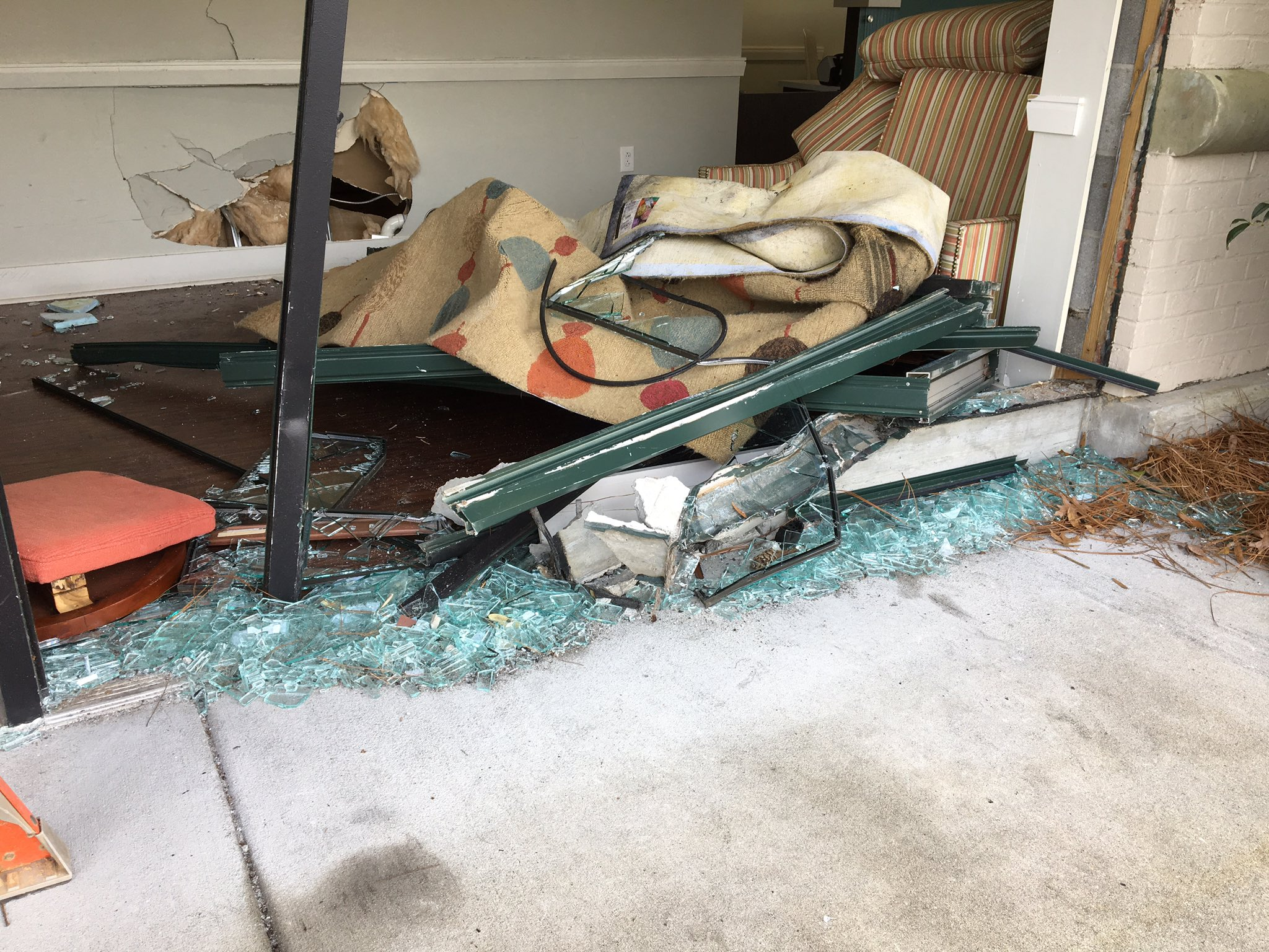 MUSC allergy clinic damaged by car, Mount Pleasant (WCIV)