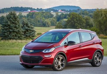 Federal tax credit on GM plug-in hybrid and EV models drops by half on Monday