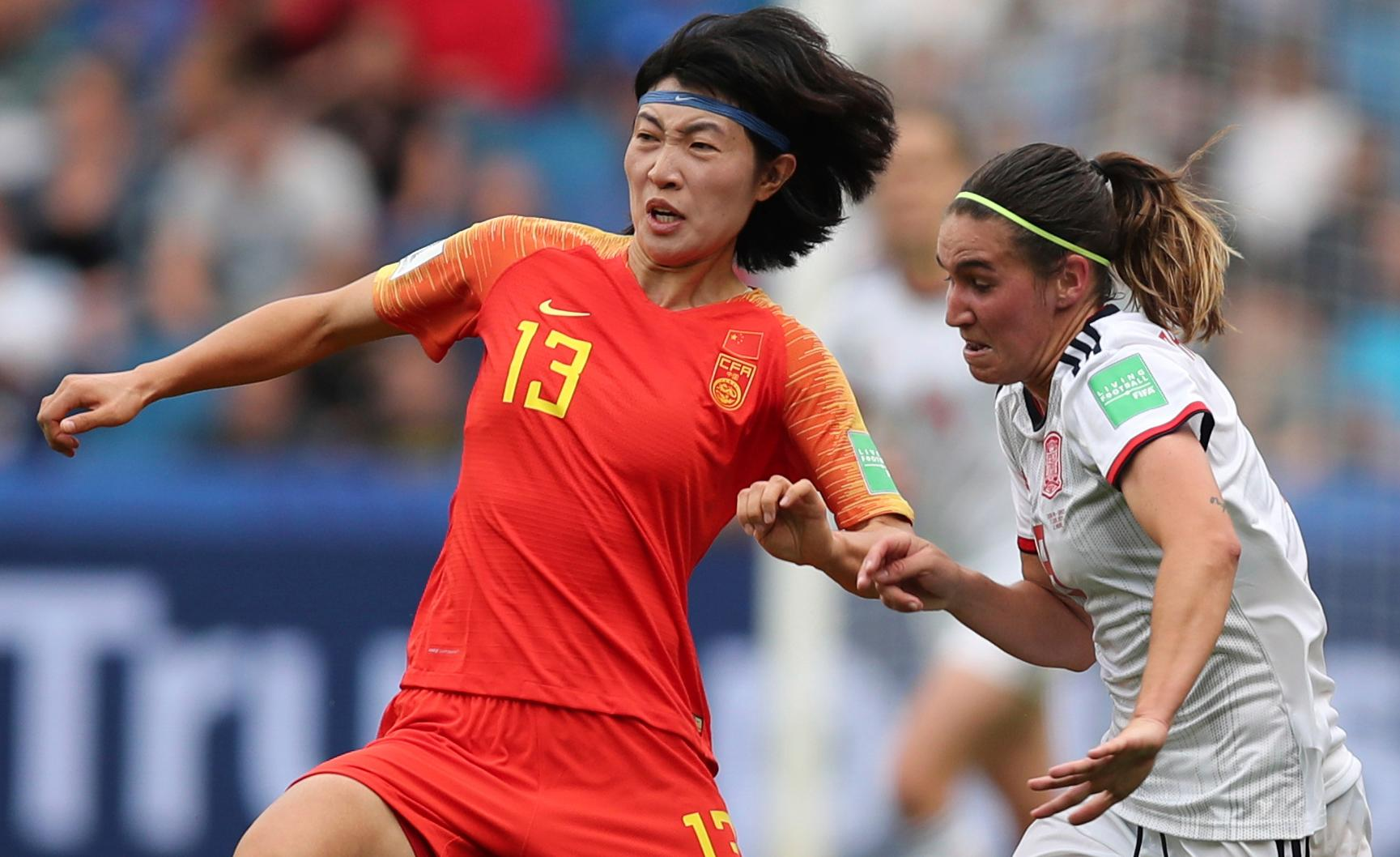 China's Wang Yan, left, vies for the ball against Spain's Mariona Caldentey during the Women's World Cup Group B soccer match between China and Spain at the Stade Oceane in Le Havre, France, Monday, June 17, 2019. (AP Photo/Francisco Seco)