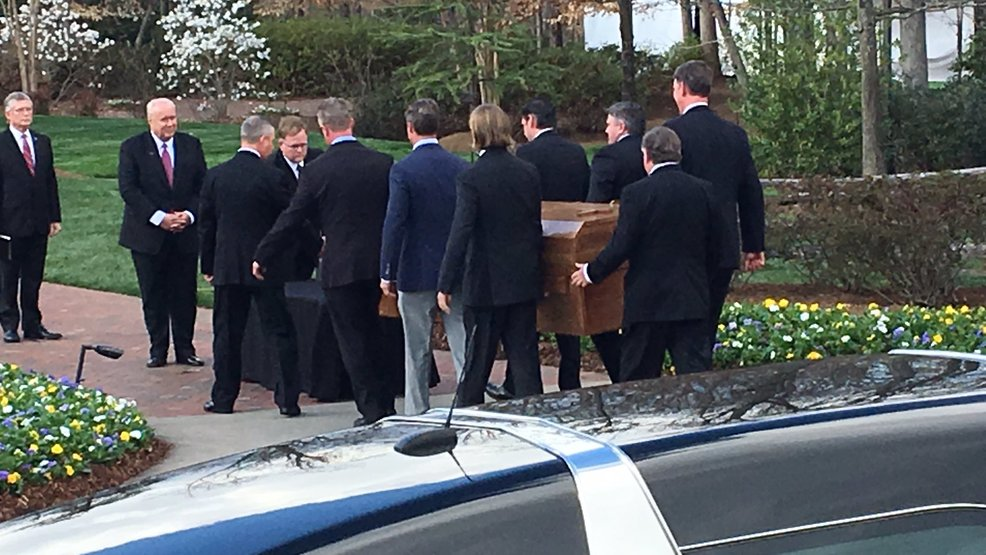 Graham motorcade arrives in Charlotte, taking 'America's Pastor' to lie in repose