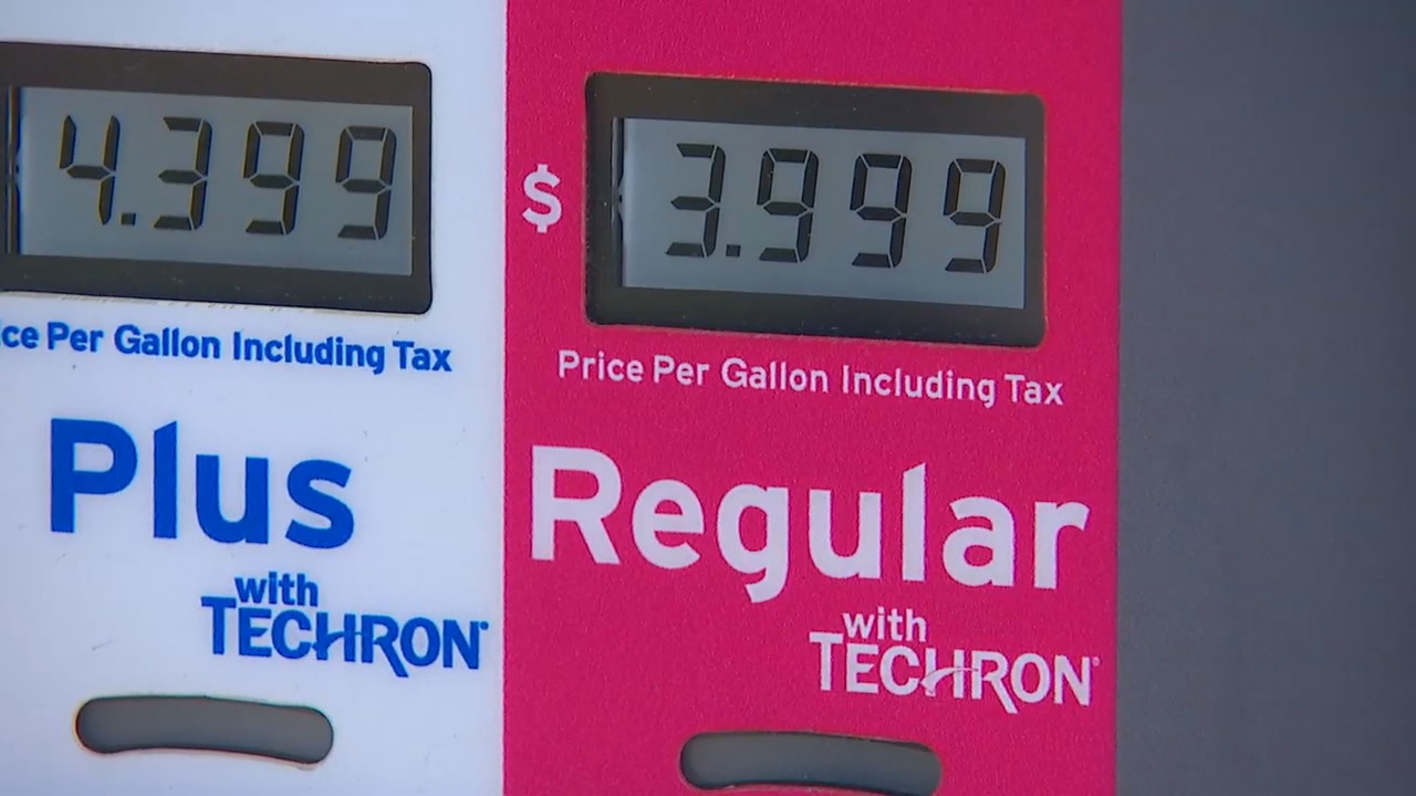 Gas prices high as holiday weekend begins, but analyst says expect a decrease soon (KOMO photo)