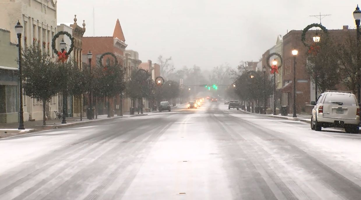 Snow in downtown Marion (WPDE)