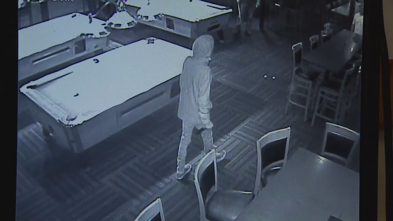 Video: Moments before man stabs victim at Renton bar, killed by police  (Surveillance Video)