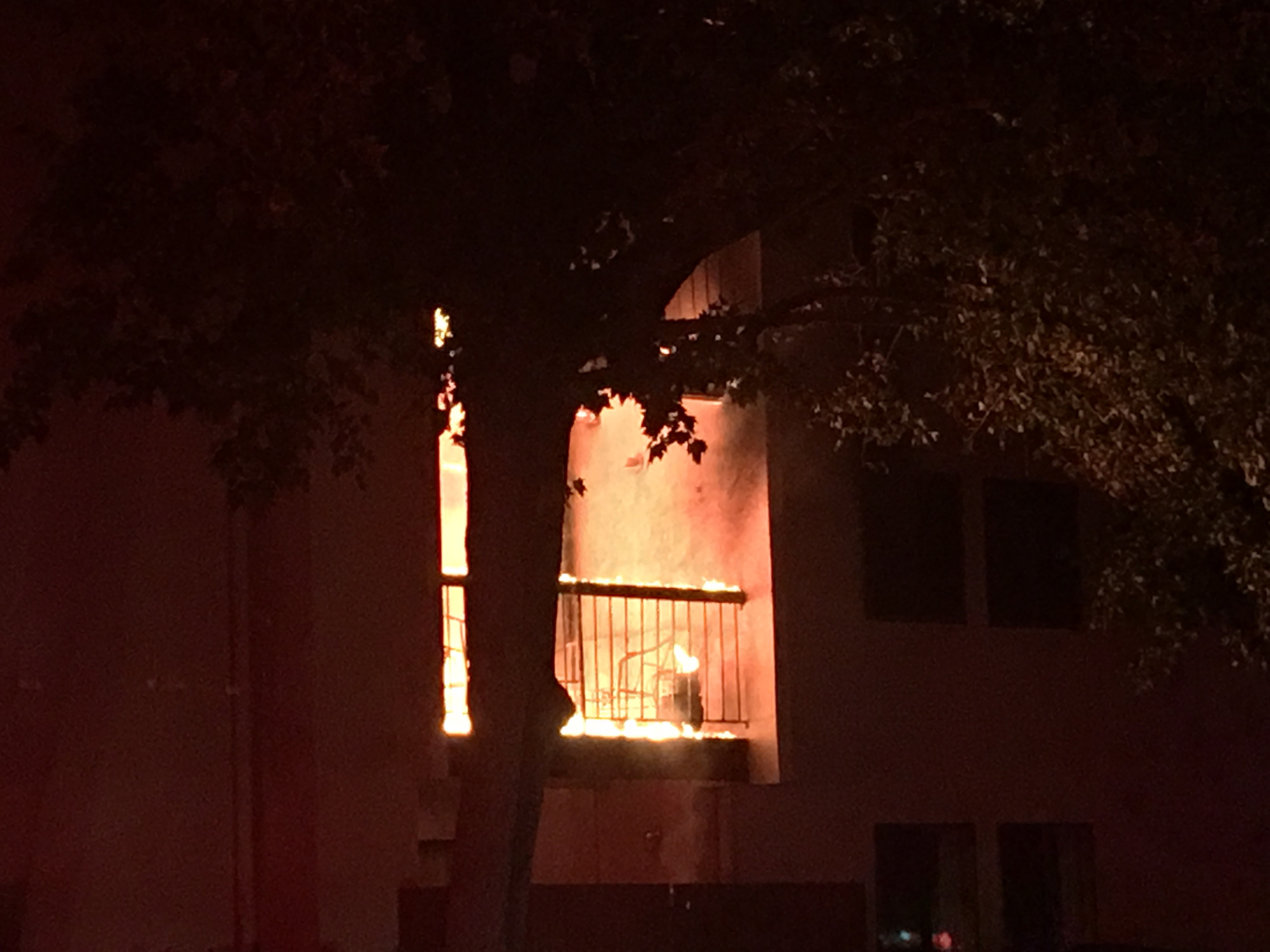Crews battle fire at apartment building near Washoe golf course in Reno (SBG)