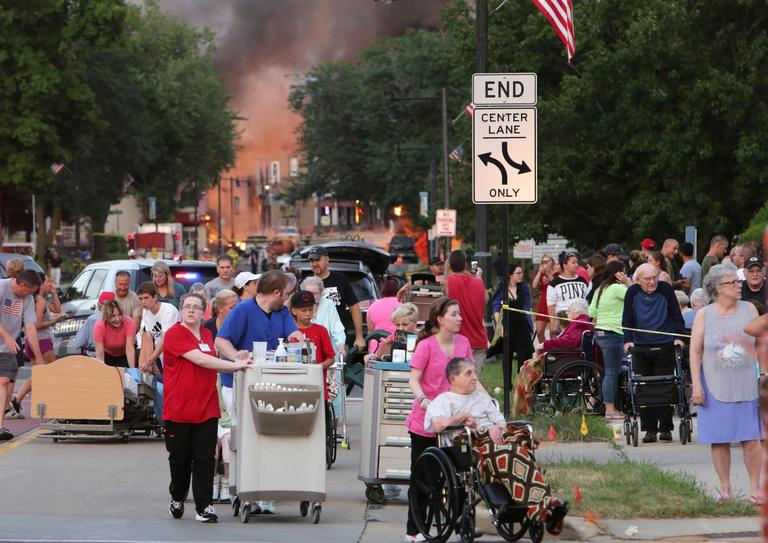 People evacuate as they were told to move farther away the scene of an explosion in downtown Sun Prairie, Tuesday, July 10, 2018. (Amber Arnold/Wisconsin State Journal via AP)