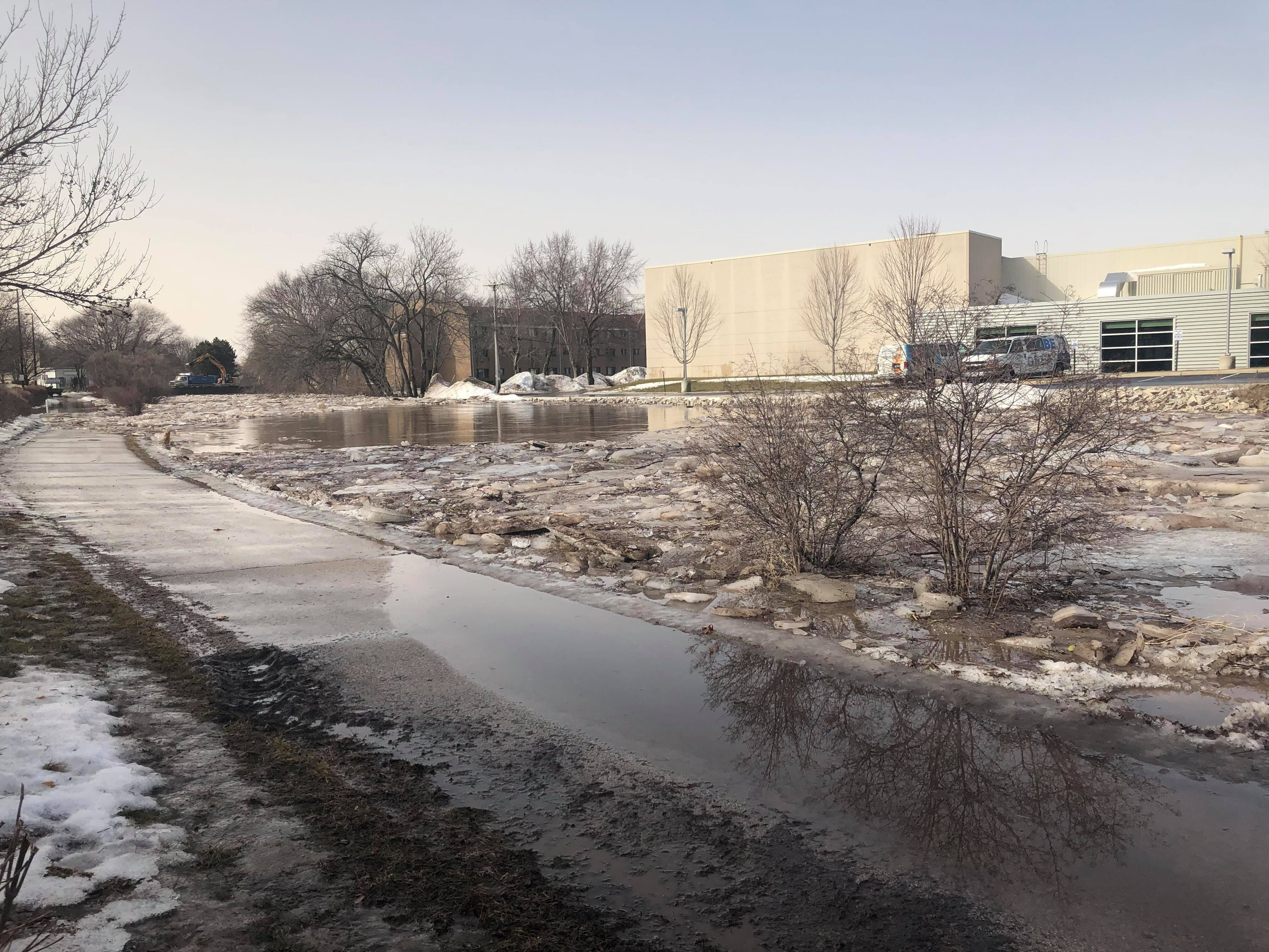 Fond du Lac ice shoves and flooding Thursday, March 14, 2019. (WLUK/Pafoua Yang) .jpg