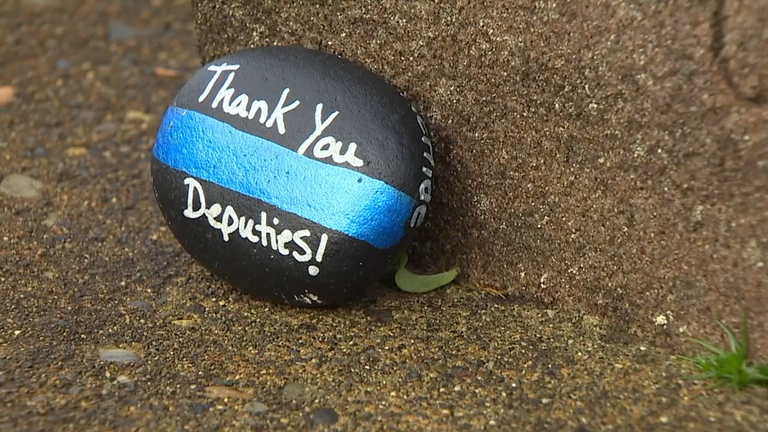 Mourners leave notes of remembrance for fallen Pierce County Sheriff's deputy Daniel McCartney (KOMO Photo)